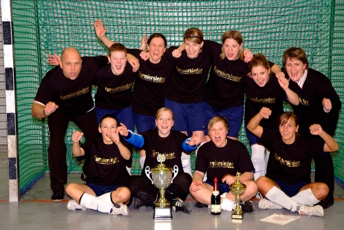 Der 1.Platz beim Futsalturnier des FFC Berlin geht an die Adlerladies.